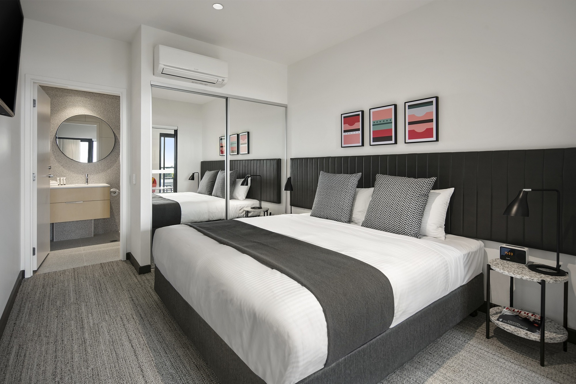 Quest Notting Hill - Master Bedroo & Ensuite