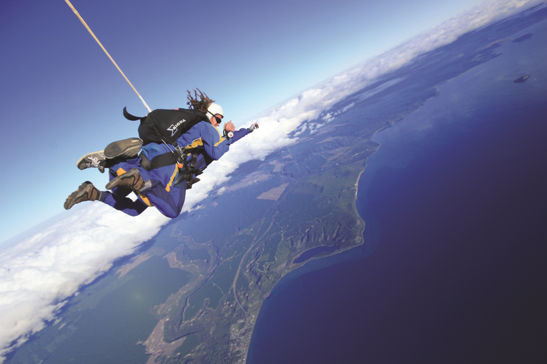 explore NZ Tandem free fall sky diving with 15,000 feet at Lake Taupo