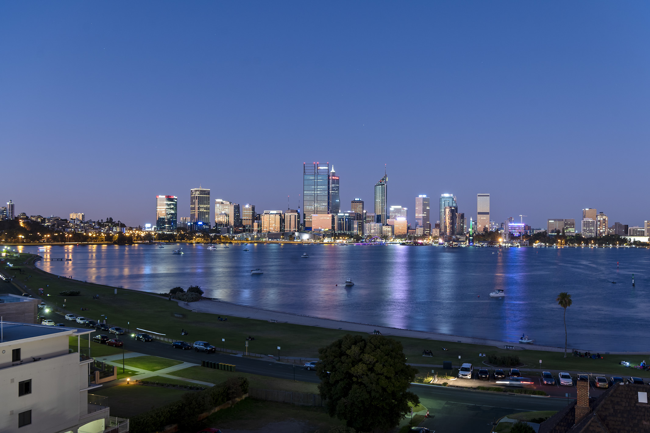quest-south-perth-foreshore---view189fc0aae1d664378ddeff000002e534